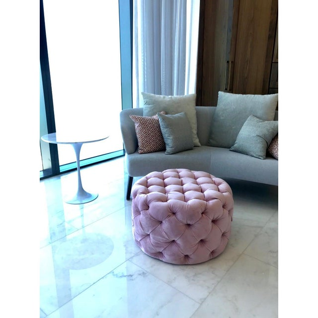 Chic Hollywood Regency Tufted Ottoman in Blush Velvet Pink For Sale In Miami - Image 6 of 12