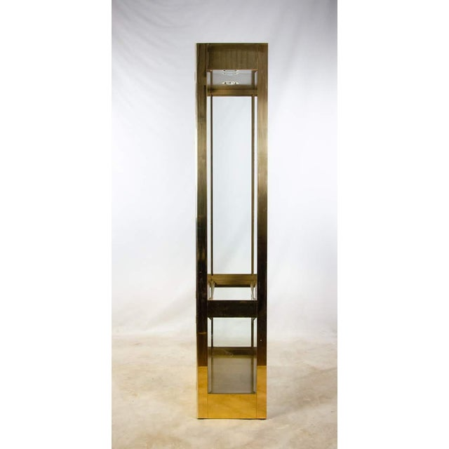 1960s Mastercraft Brass and Glass Lighted Display Cabinet For Sale In Atlanta - Image 6 of 13
