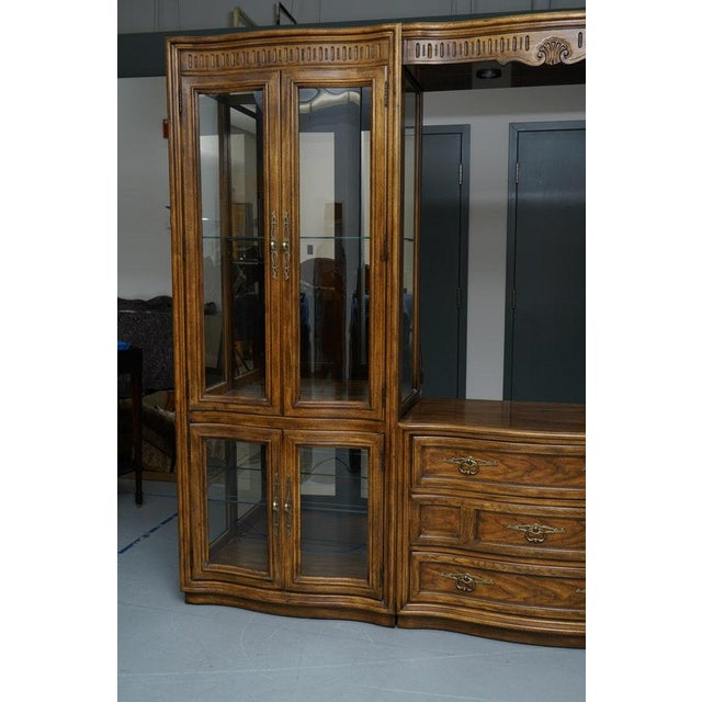 1980s Illuminated Neoclassical Wall Unit Storage Cabinet by Drexel-Heritage For Sale - Image 5 of 13