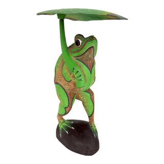 Large 1970s Vintage Green Hand Carved Balinese Garden Frog With Leaf Shade For Sale