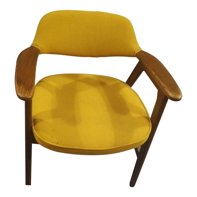 Mid-Century Modern Yellow Padded Paoli Chair For Sale