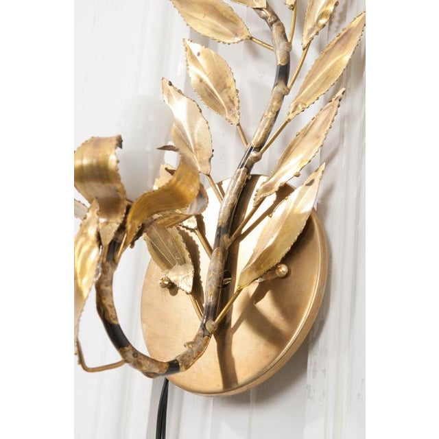 "Pair of French Vintage Gilt-Brass Single-Arm ""laurel Leaf"" Sconces For Sale - Image 4 of 9"