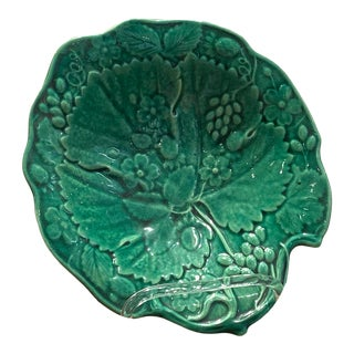 19th Century English Majolica Leaf Shaped Dish For Sale
