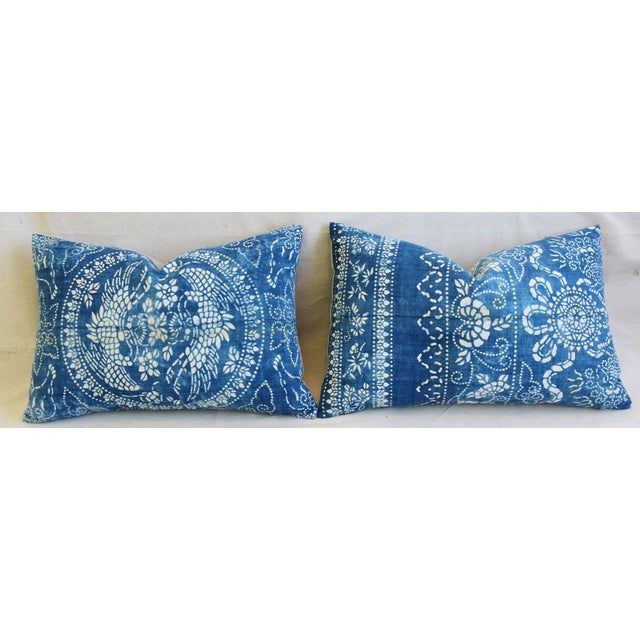 "Late 20th Century Blue & White Shanghai Batik Chinoiserie Feather/Down Pillows 23"" X 16"" - Pair For Sale - Image 5 of 11"