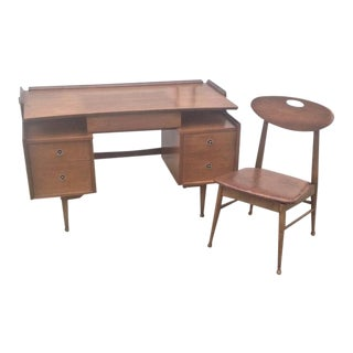 1960s Mid-Century Modern Mainline by Hooker Walnut Floating Top Desk and Chair - 2 Pieces For Sale