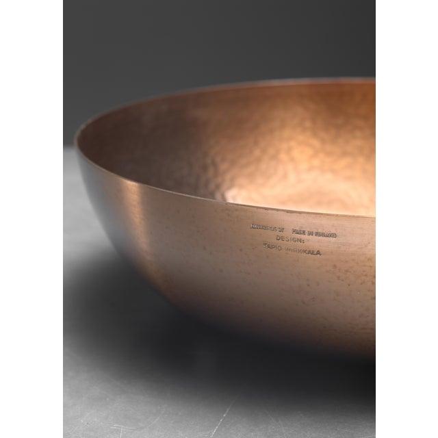 Mid-Century Modern Tapio Wirkkala hand-worked copper fruit bowl for Kultakeskus, Finland For Sale - Image 3 of 3