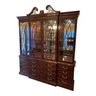 Henredon Rittenhouse Mahogany Chippendale Style Breakfront China Cabinet For Sale