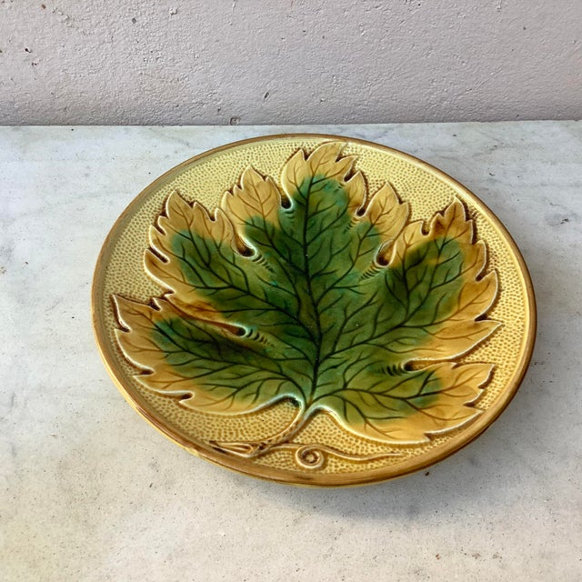 German Majolica leaf plate, circa 1900. 5 plates are available.