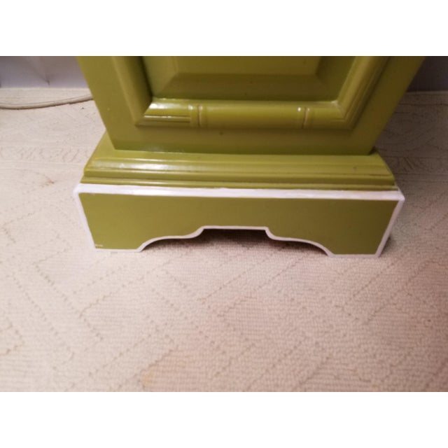 Palm Beach Regency Lime & White Painted Wood Sculpture Pedestal or Plant Stand With Faux Bamboo Trim - Image 5 of 8