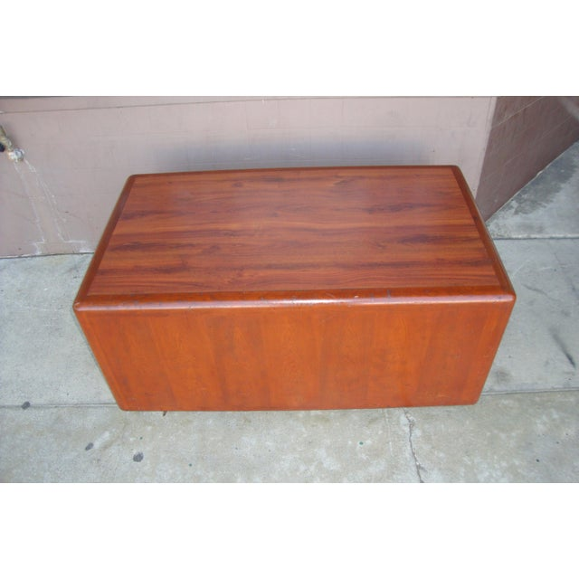 Vintage mid century coffee table in used-good condition. not to heavy. the bottom is in good condition it was wrapped with...