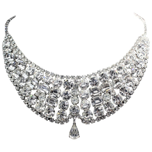 Metal 1950s Clear Faceted Crystal Cocktail Necklace For Sale - Image 7 of 7