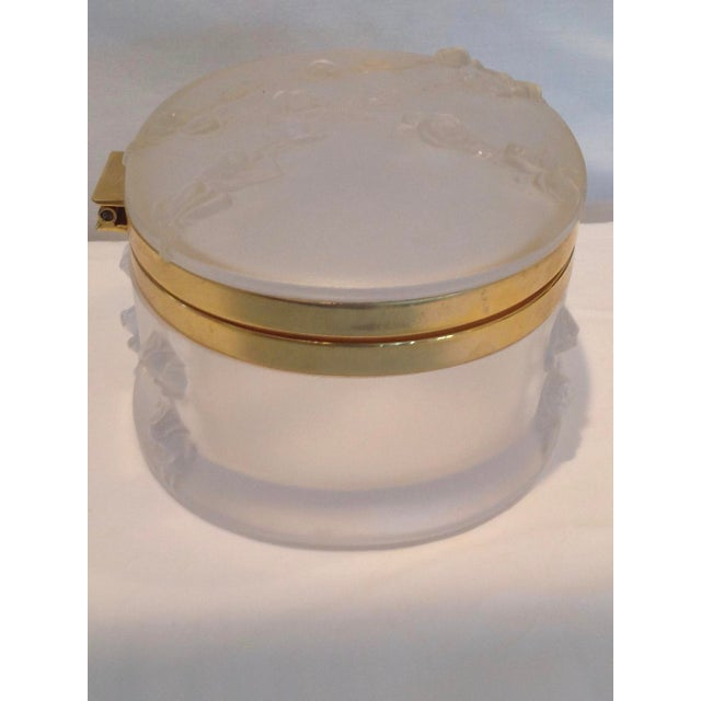 Oval Lalique Hinged Box With Gilt Metal Mounts For Sale In West Palm - Image 6 of 13