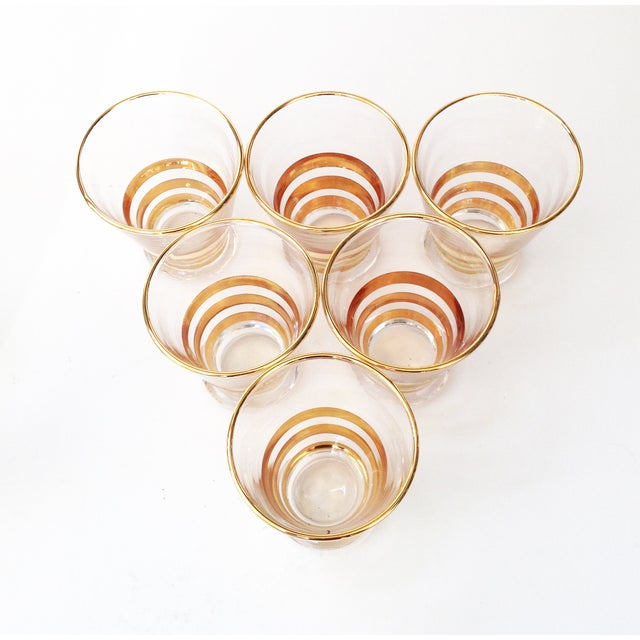 Mid-Century Gold Striped Pitcher & Six Glasses - Image 4 of 6