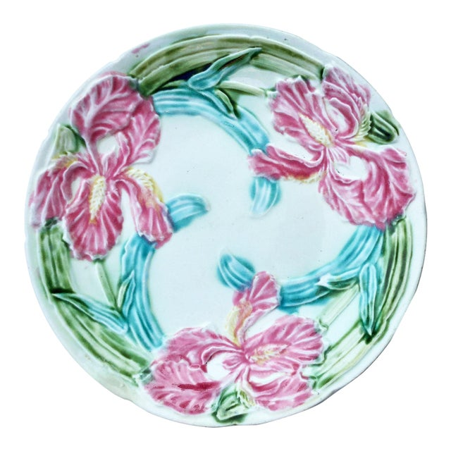 Early 20th Century Majolica Onnaing Pink Iris Plate For Sale