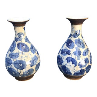 Chinese Blue & White Poppy Flowers Vases - A Pair For Sale