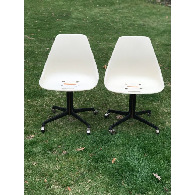 Burke, Inc. Mid Century Fiberglass Tulip Chairs on Casters by Burke- A Pair For Sale - Image 4 of 9