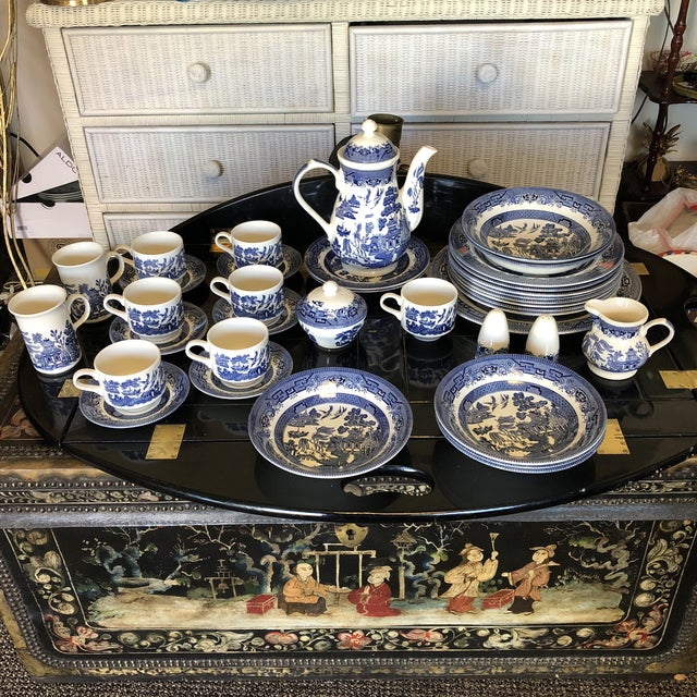 1980s Vintage Blue Willow Churchill England Serveware Collection - 36 Pieces For Sale - Image 12 of 12