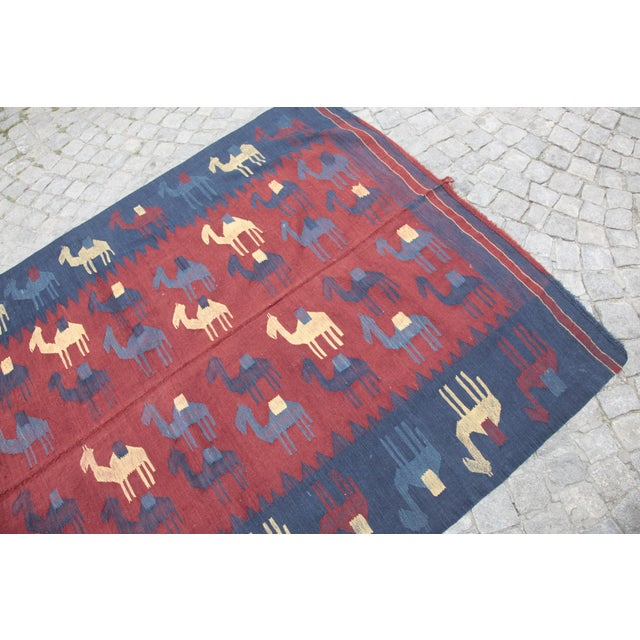 1960s Vintage Tribal Figures Kilim Rug - 4′9″ × 6′11″ For Sale In Baltimore - Image 6 of 13