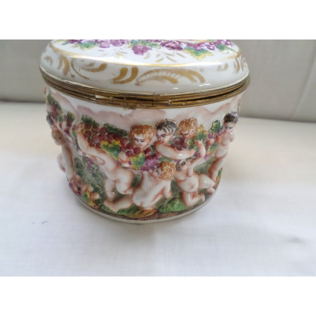 Capodimonte Early 19th Century Antique Signed Capodimonte Italian Hinged Box For Sale - Image 4 of 10