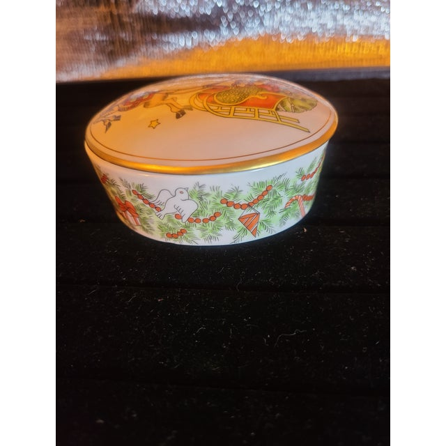 Victorian 1980s Fitz and Floyd St Nicholas Trinket Box For Sale - Image 3 of 6