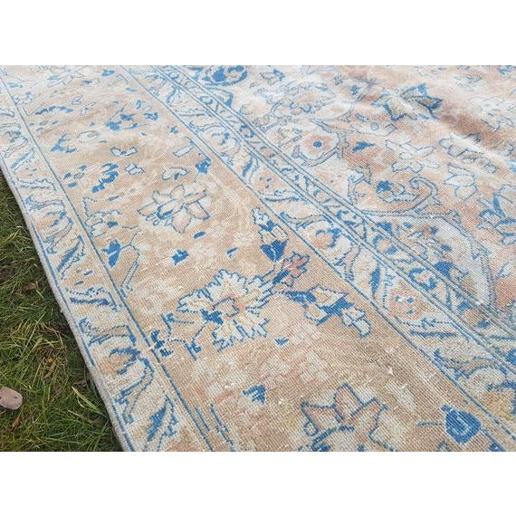 1970s Distressed Turkish Oushak Rug- 9′ × 13′5″ For Sale - Image 5 of 11