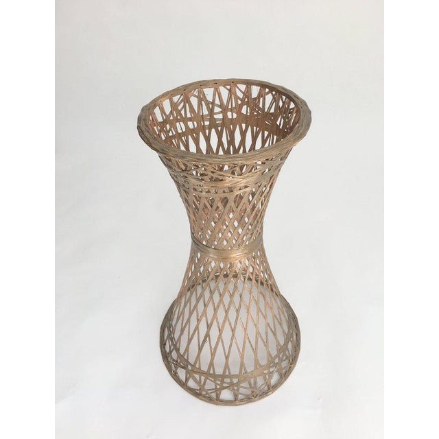 Vintage spun fiberglass plant stand by Russell Woodard. Famous for his wrought iron and aluminum patio furniture, Woodard...