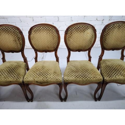 French Set of 5 Vintage French Louis XV Style Carved Oak Balloon Back Dining Side Chairs For Sale - Image 3 of 13