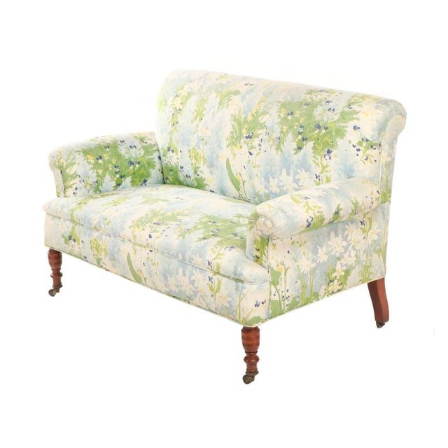 Traditional French 1940s Floral Upholstered Settee For Sale - Image 3 of 12
