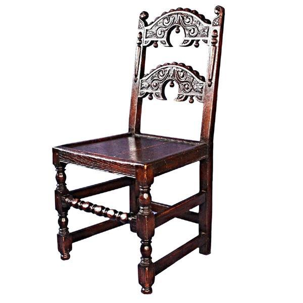 On offer on this occasion is a rare set of four intricately carved Colonial Revival oak side/dining chairs. Each with...