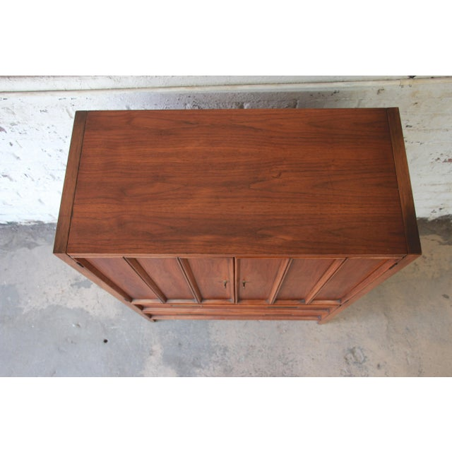Mid-Century Modern Walnut Gentleman's Chest by Drexel For Sale - Image 9 of 11