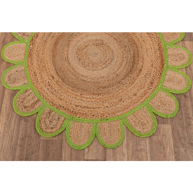 4'x4' Green Round Jute Scallop Rug For Sale - Image 4 of 9
