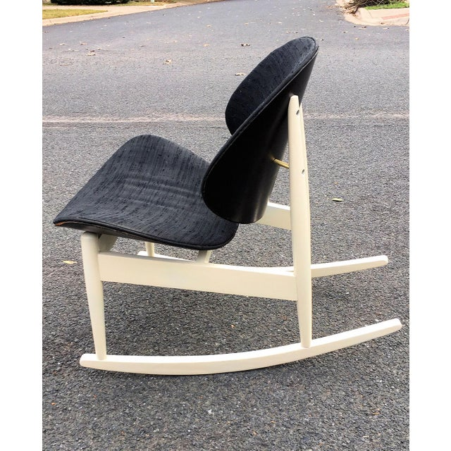 """Mid-Century Modern 1960s Vintage Kodawood """"Oyster"""" Rocking Chair For Sale - Image 3 of 6"""