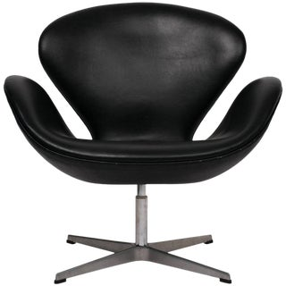 Arne Jacobsen Swan Chair in Black Leather For Sale