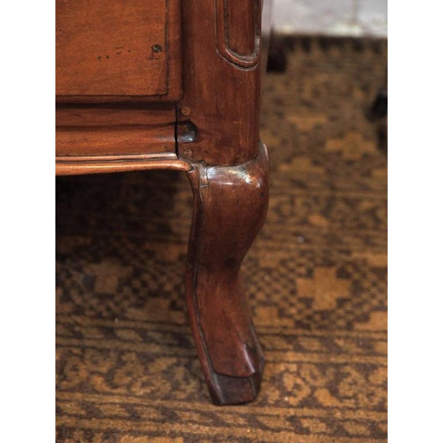 18th Century French Walnut Three-Drawer Commode, circa 1770 For Sale - Image 4 of 7