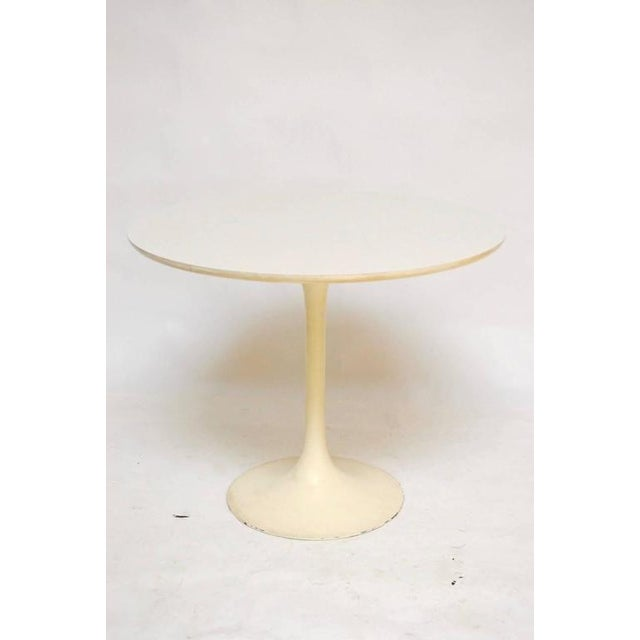 Mid-Century White Laminate Tulip Dining Table For Sale - Image 5 of 10