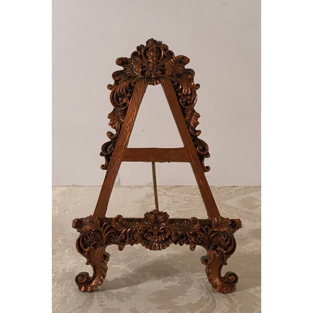 Love the design of this table easel. Hollywood regency Design with lots of detail!