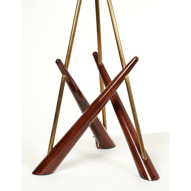 Pair of 'Constructivist' Walnut and Brass Tripod Table Lamps For Sale In New York - Image 6 of 8