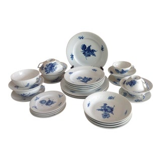 Royal Copenhagen Blue Flower With Braid Porcelain Dinner Service - 28 Pieces For Sale