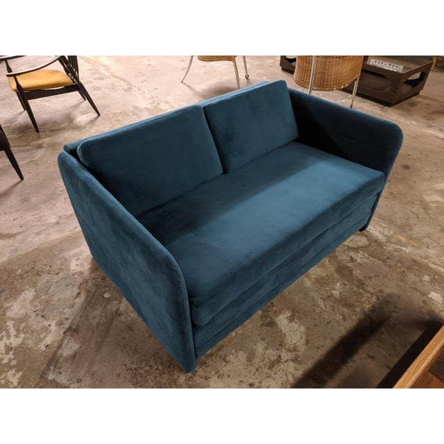 1980s Vintage 1980's Reupholstered Love Seat in Crushed Turquoise Velvet With Rounded Arms For Sale - Image 5 of 9