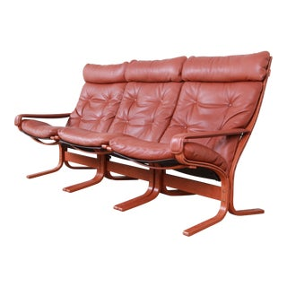 Ingmar Relling for Westnofa Bentwood Teak and Leather Siesta Sofa, Circa 1960s For Sale