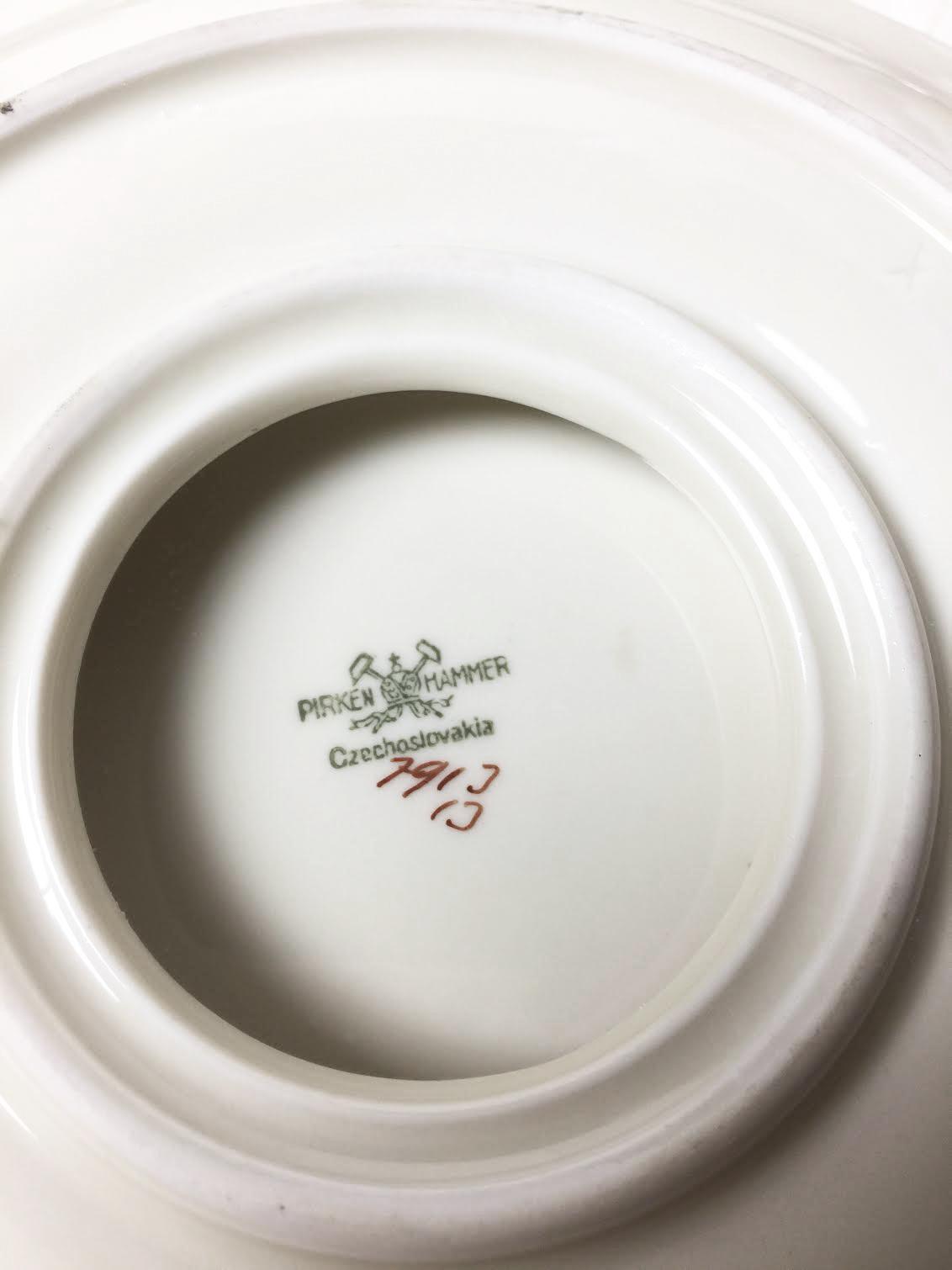 1920s Vintage Art Deco Style White u0026 Silver Dinnerware Set - 22 Pieces - Image 4  sc 1 st  Chairish & 1920s Vintage Art Deco Style White u0026 Silver Dinnerware Set - 22 ...