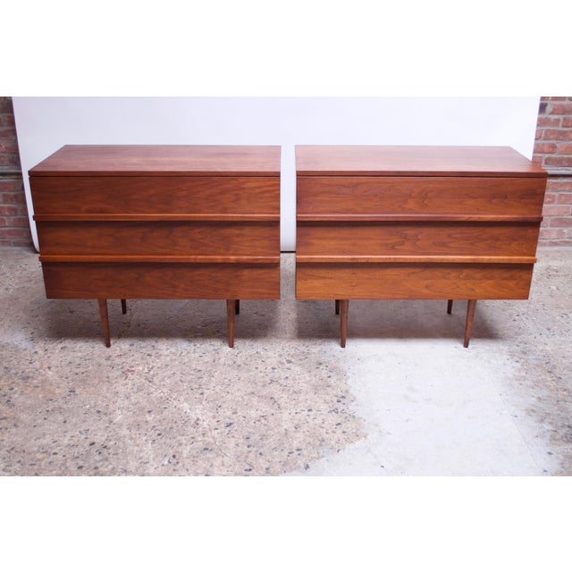 1950s Pair of Mel Smilow Three-Drawer Walnut Chests For Sale - Image 5 of 13