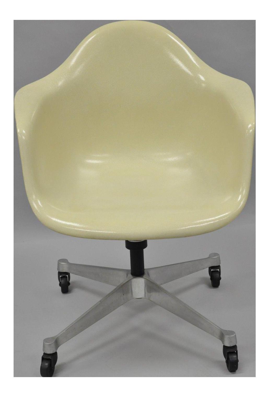 Vintage Herman Miller Eames Fiberglass Shell Pearl Beige Rolling Desk  Office Chair