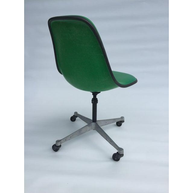 Herman Miller 1970s Vintage Eames for Herman Miller Kelly Green Fiberglass PSCC Chair For Sale - Image 4 of 8