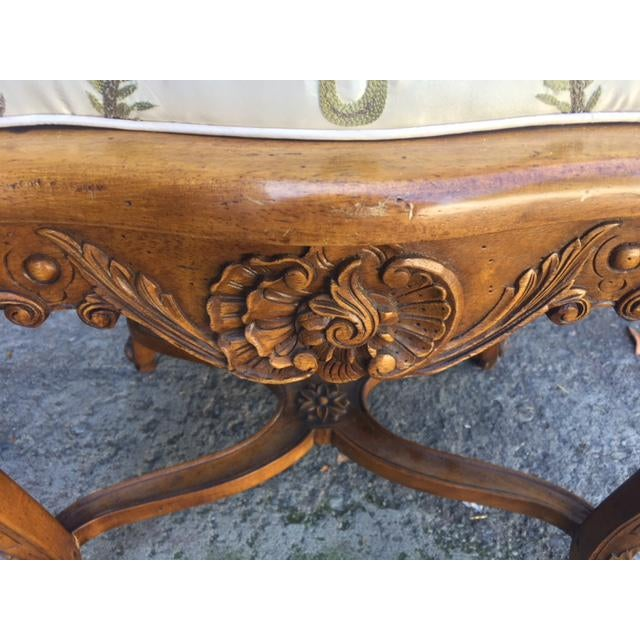 1960s Vintage Walnut French Provincial Bench With Embroidered Upholstery For Sale - Image 5 of 10