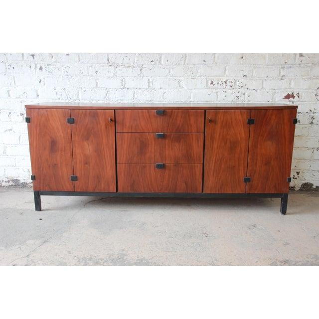 Milo Baughman for Directional Mid-Century Modern Walnut Credenza or Triple Dresser For Sale - Image 11 of 12