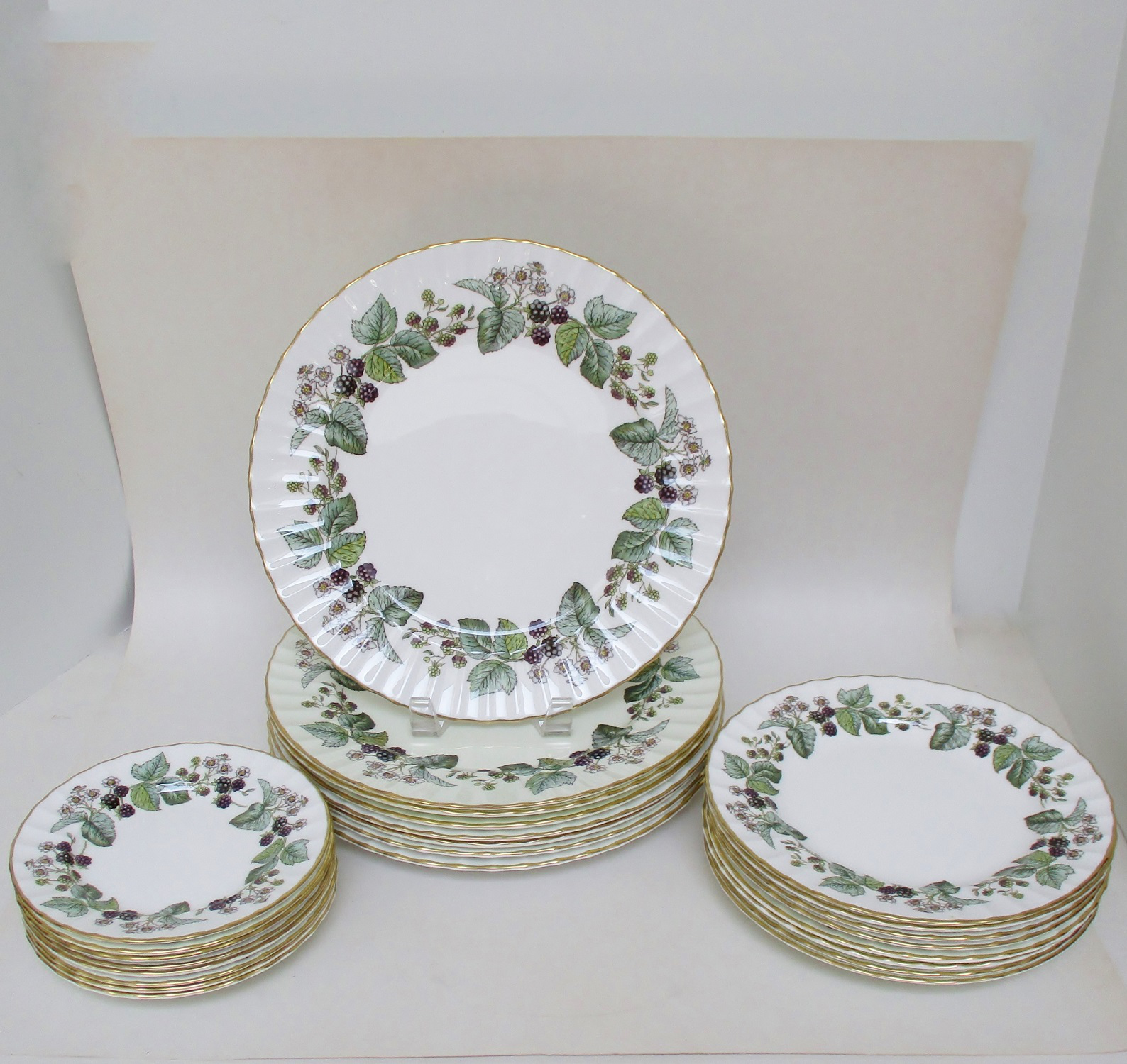 Vintage Royal Worcester Plates - Set of 24 - Image 4 of 7  sc 1 st  Chairish & Vintage Royal Worcester Plates - Set of 24 | Chairish