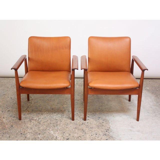 1960s Pair of Finn Juhl Diplomat Armchairs for France & Son in Leather and Teak For Sale - Image 5 of 13
