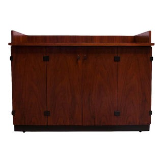 Mid-Century Modern Walnut Bar Cart / Cabinet on Casters by Milo Baughman For Sale