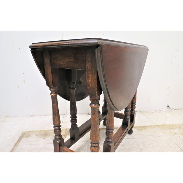 Early 20th Century English Drop Leaf Gate Leg Tiger Oak Apartment Table For Sale - Image 5 of 10